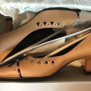 Carmel/Black Dress Shoes